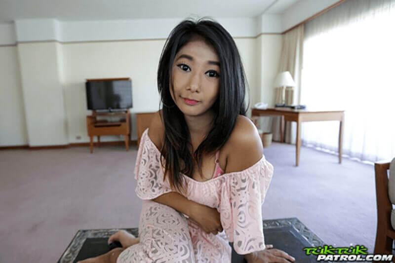 Erotisches Foto von sexy Thai mit geile Möpse