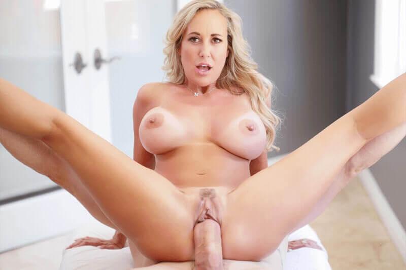 Geiles Sexbild von scharfer Hausfrau mit pralle Titten beim Schwanzritt
