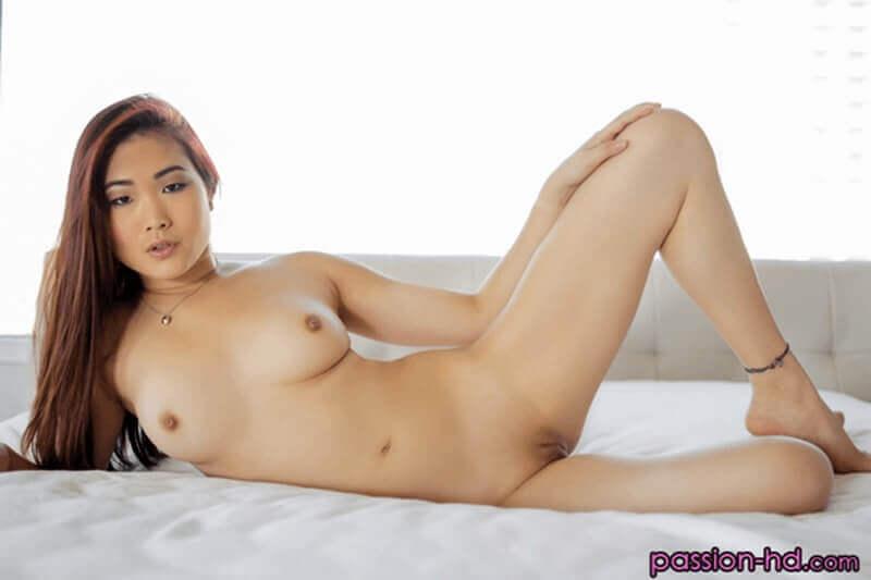 Kostenloses Busenfoto von jungem Mädchen aus China mit dicke Brüste und kleine Euter