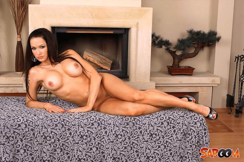 Private Nacktaufnahme von geiler Amateurin mit pralle Möpse