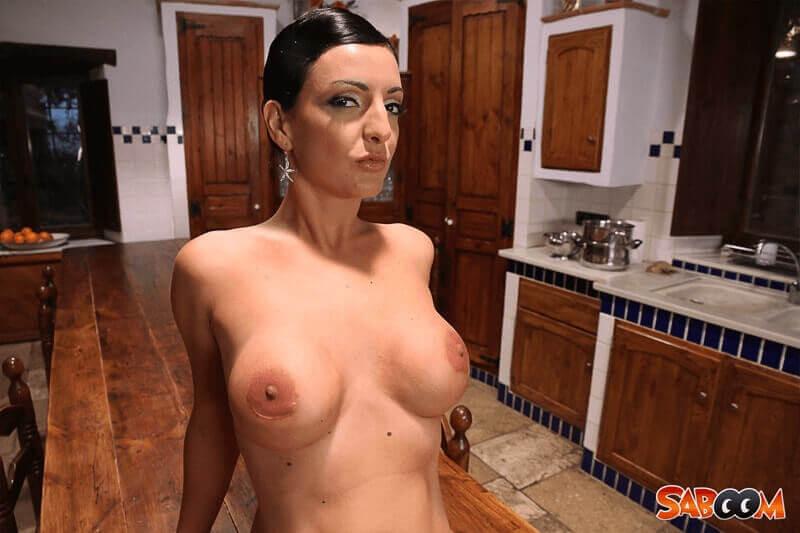 Privates Nacktfoto von geilem Eheweib mit Riesen Euter
