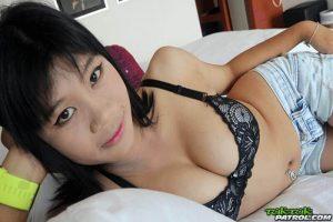Dicke Teen Titten von sexy Bargirl aus Pattaya