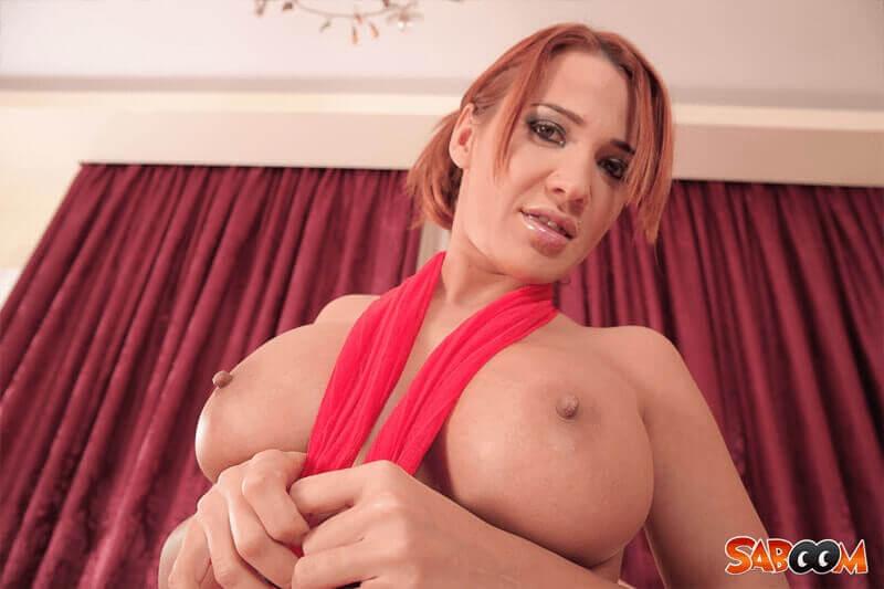 Sexy Nippel in Nahaufnahme von rothaarigem Amateurgirl