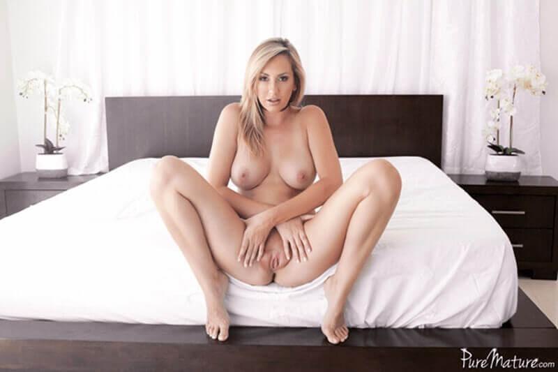 Unzensiertes Titten Foto von blonder Hausfrau mit dicke Dinger