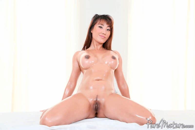 Hübsche Asiatische Frau mit fette Möpse