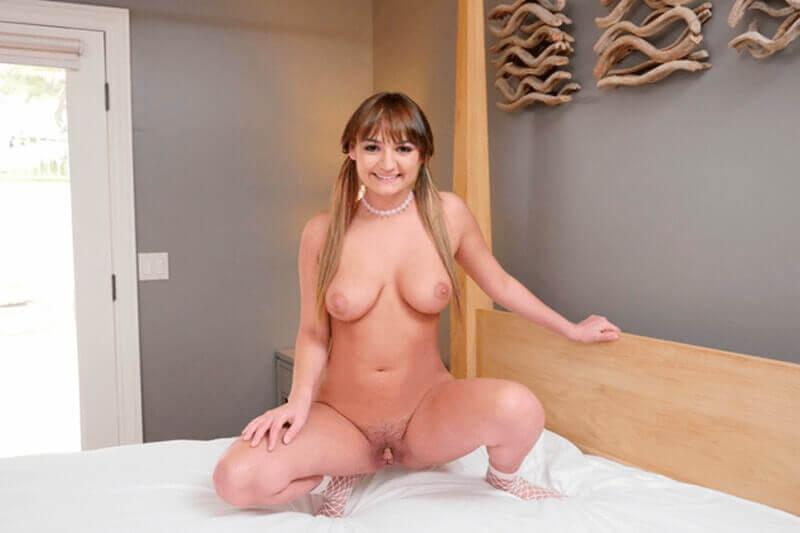 Lesbisches Teengirl mit dicke weiche Titten