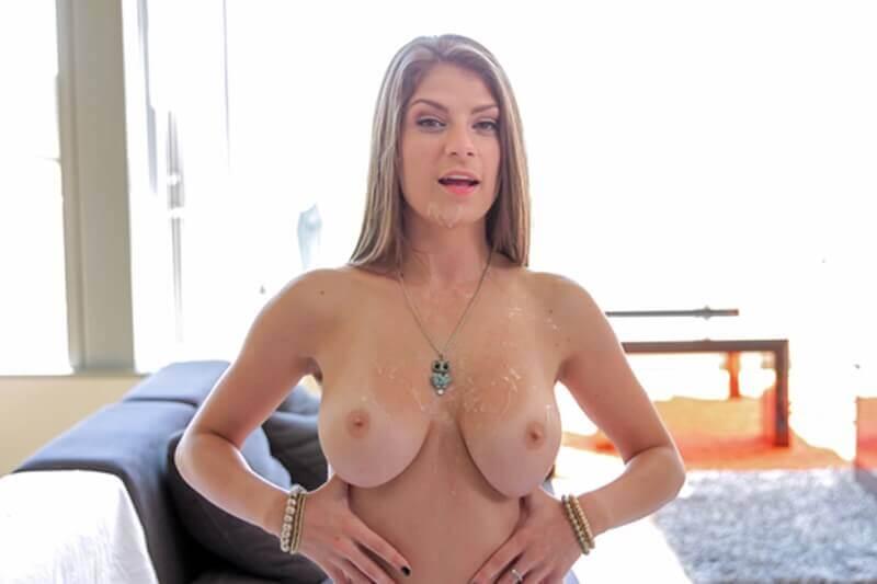 Privates Foto von sexy Hausfrau mit besamte Titten