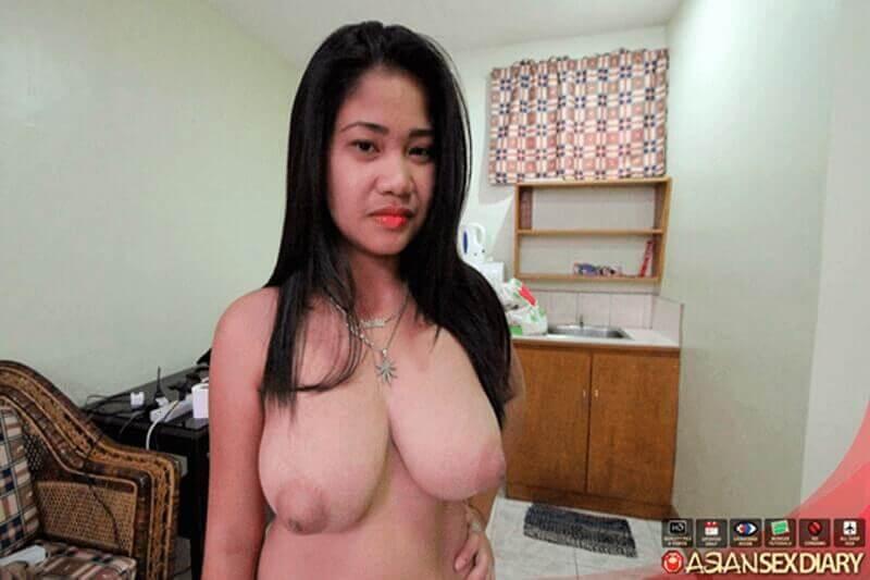 Nahaufnahme von geilem Asia Girl mit dicke pralle Titten