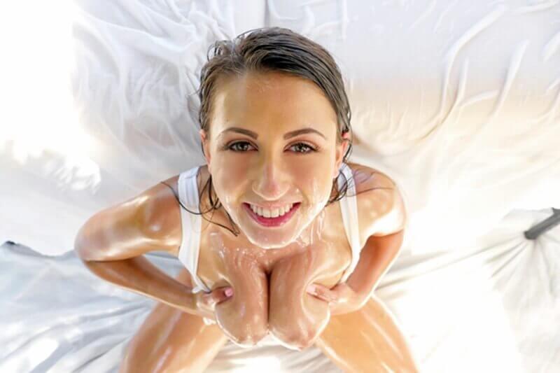 Geiles Amateur Sex Bild von jungem Mädchen mit geiler Tittenbesamung